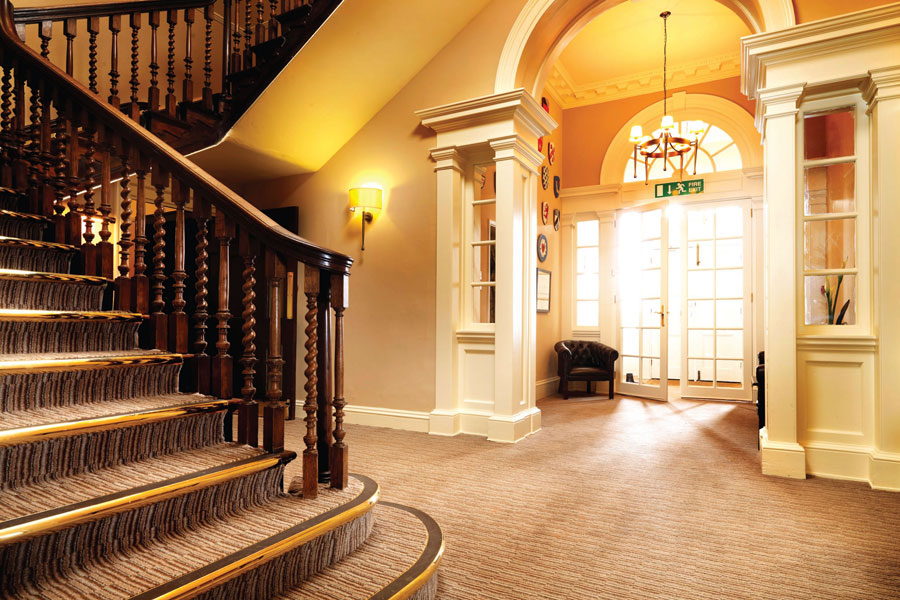 hotel-carper-lobby-and-stairs